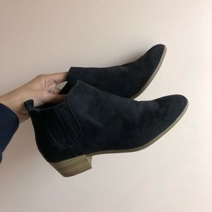 low black chelsea booties